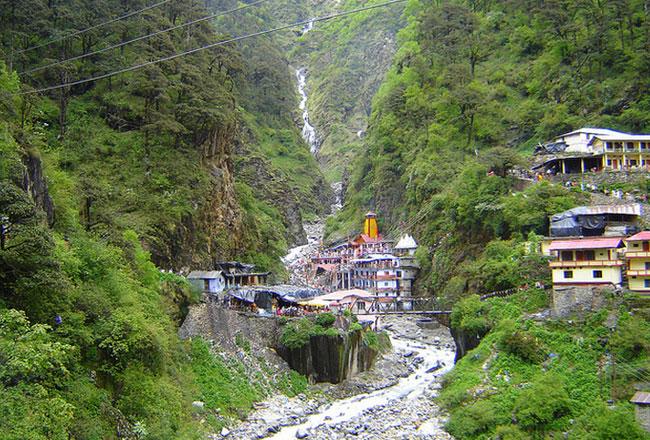 Yamunotri temple ashrams