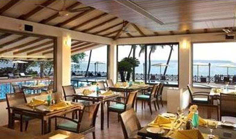 Dining in Cidade De Goa Resort