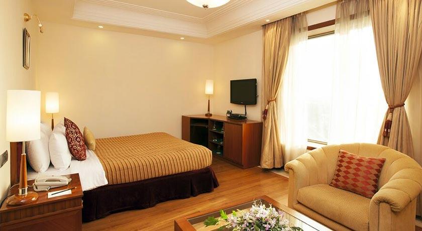 premier-room-Accord-Metropolitan-Hotel