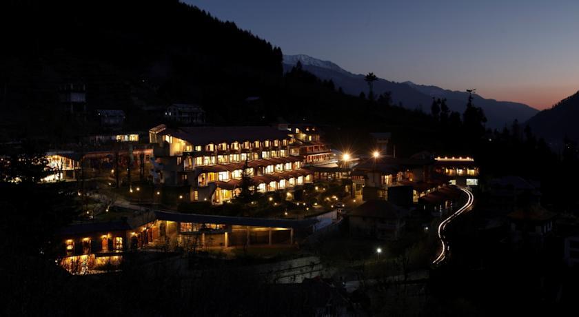 Manu Allaya Hotel night