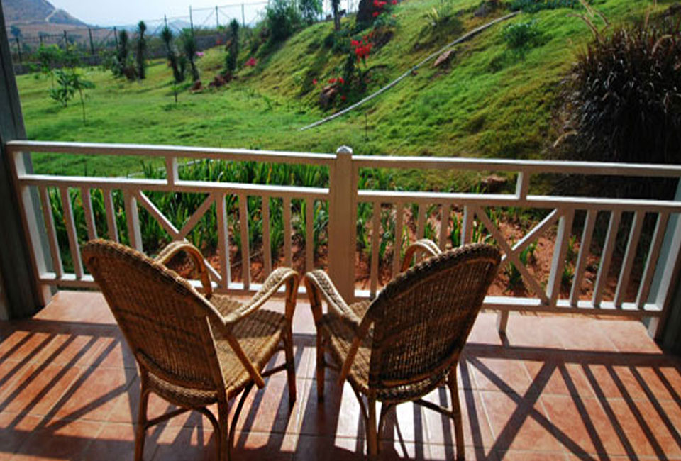 bandipur-safari-lodge-by-jungle-lodges-with-chair
