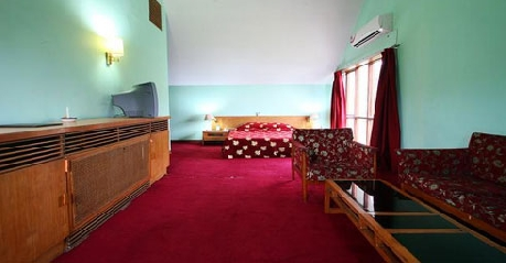 Bedroom in Centaur Lake View Hotel In Srinagar
