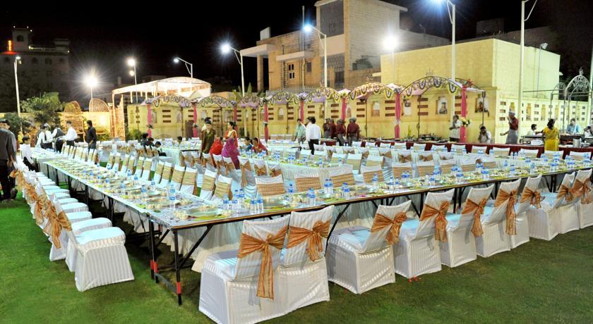 Dining3 in Chandra Inn