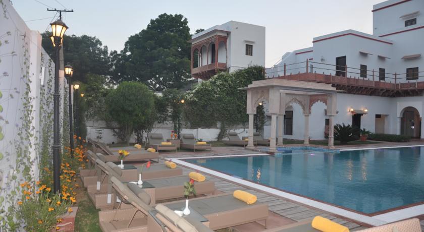 Swimmeng in Chandra Mahal Haveli