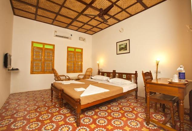 Deluxe Rooms in Hotel Chettinadu Court