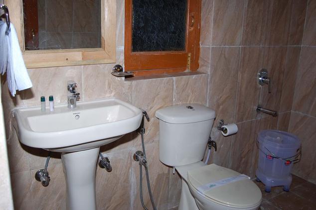 Bathroom in Hotel Chevron Mountain Villa, Kausani