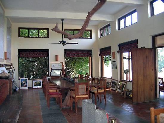 Dining-Table in Churhat Kothi, Bandhavgarh