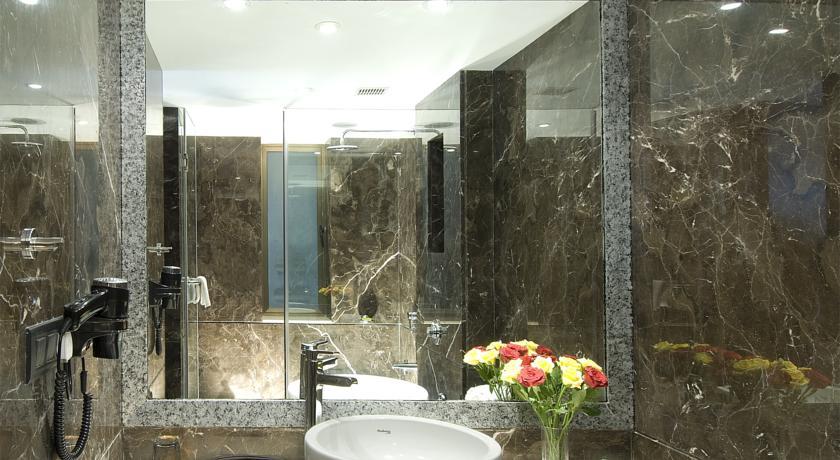 Bathroom2 in Citrus Hotel