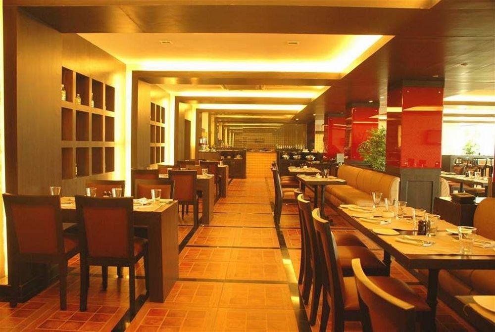 Dining in Claresta Sarovar Portico