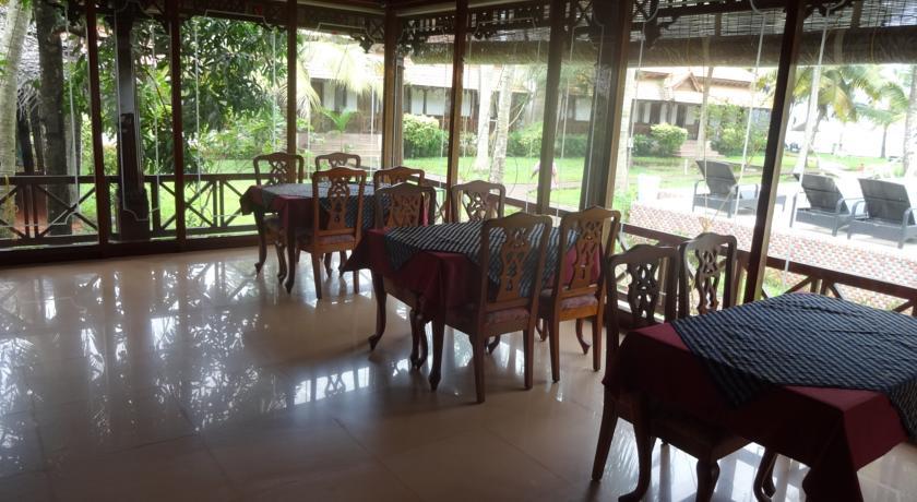 Dining in Hotel Cocobay Resort