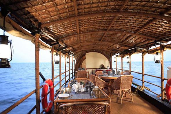 houseboat in Hotel Cocobay Resort