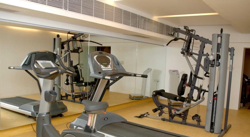 Gym in Comfort Inn Sunset Hotel