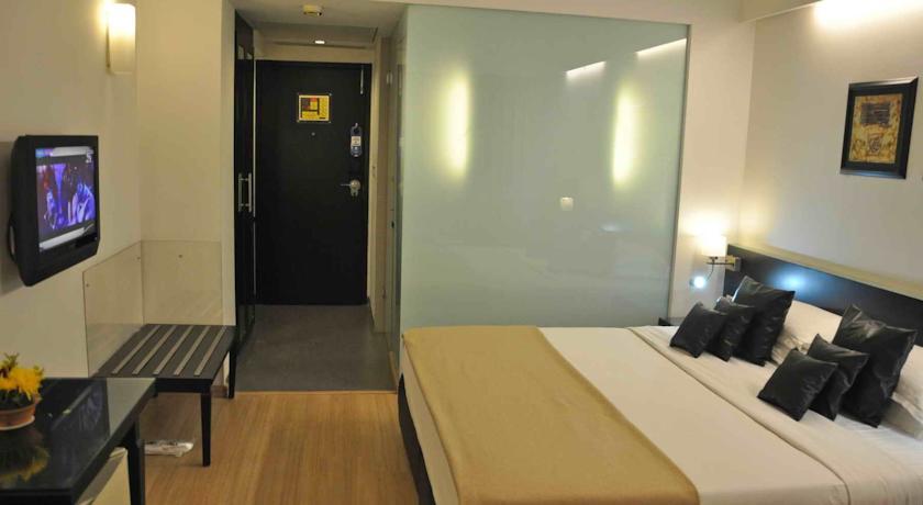 Super Deluxe Room in Comfort Inn Sunset Hotel