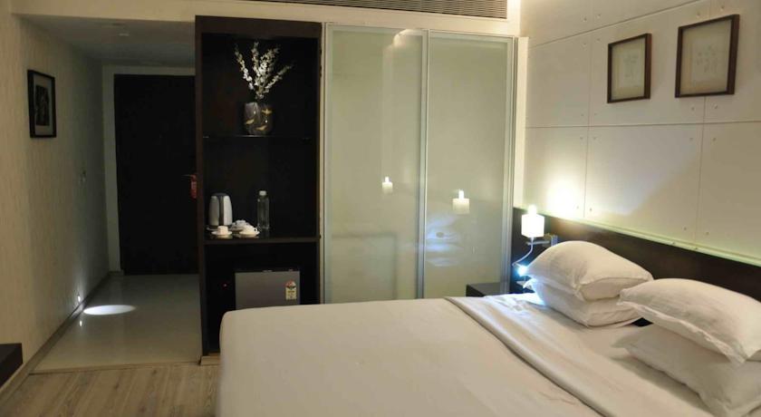 Bedroom in Comfort Inn Sunset Hotel