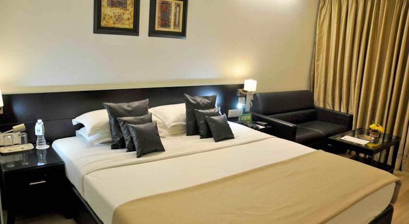 Superior Deluxe in Comfort Inn Sunset Hotel