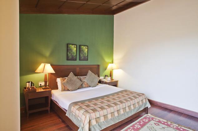Deluxe Rooms in Corbett Riverview Retreat