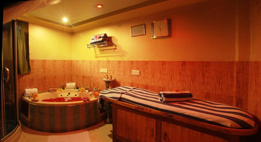 Spa in Country Inn & Suites By Carlson Haridwar