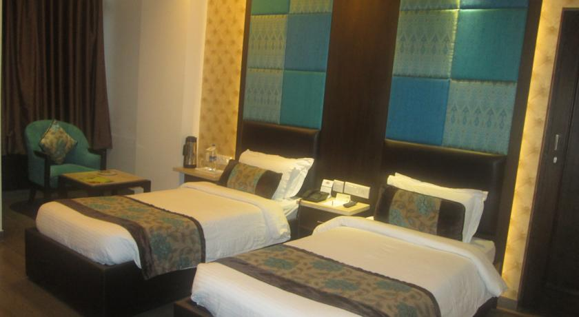 Deluxe Room in Country Inn & Suites By Carlson Haridwar