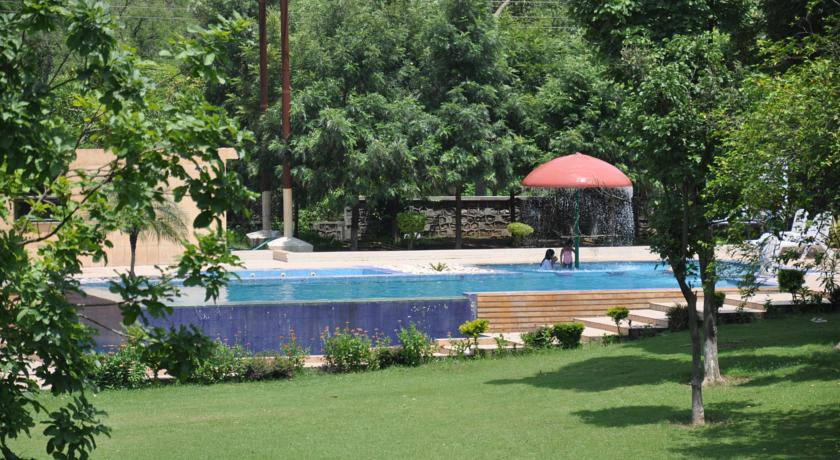 Swimming Pool in Country Inn & Suites By Carlson
