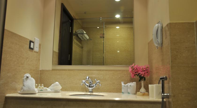 Bathroom in Country Inn & Suites By Carlson