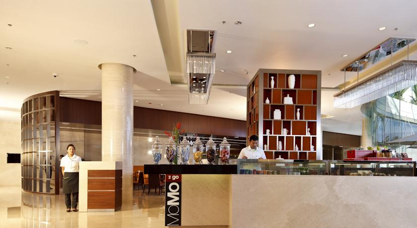 Bar in Courtyard By Marriot Kochi Airport