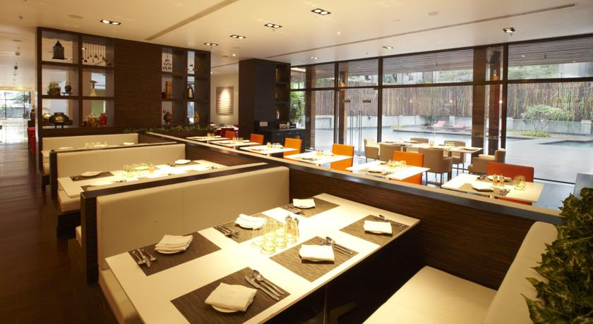 Dining Table in Courtyard By Marriott Pune City Center