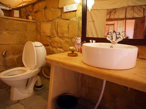 bathroom2-in-Damodra-Desert-Camp,-Jaisalmer