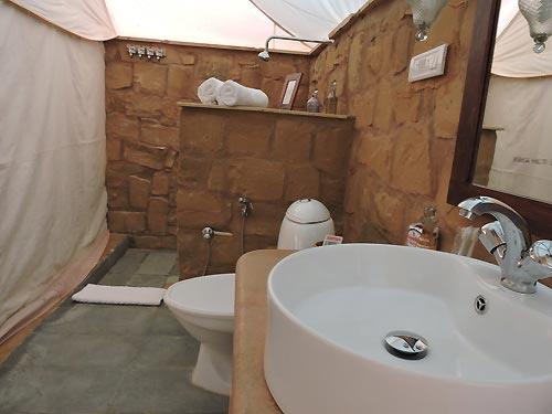 bathroom-in-Damodra-Desert-Camp,-Jaisalmer