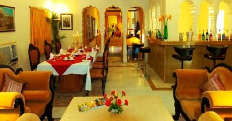 Deluxe Suite in Hotel Desert Resort
