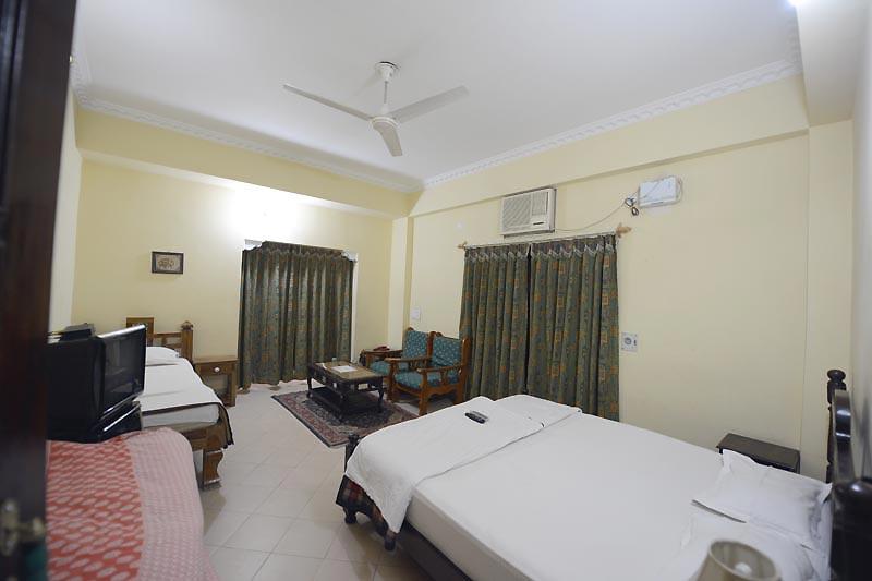 Super-Deluxe-Rooms-in-Desert-Wind-Hotel
