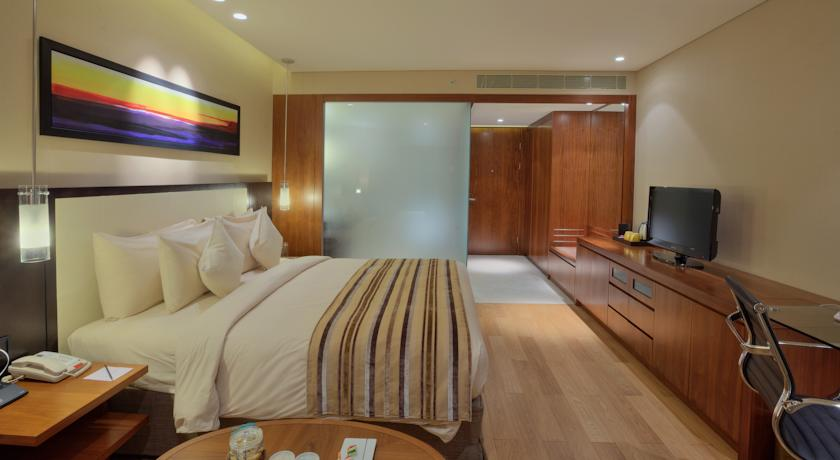 Twin guest room in Hotel Double Tree By Hilton, Pune