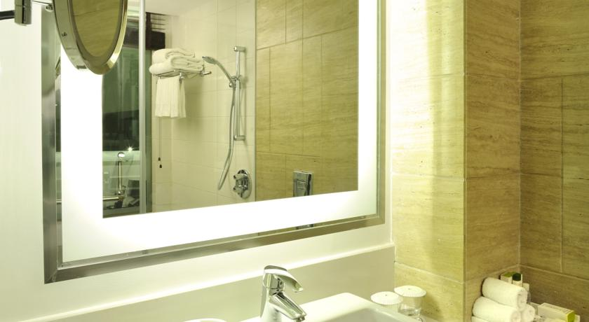 Bathroom in Double Tree By Hilton Hotel Gurgaon