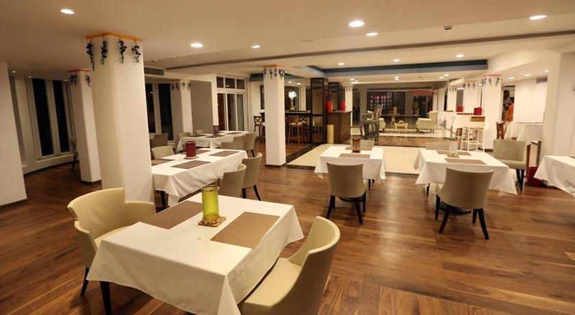 dining-in-Dunsvirk-Court-Mussoorie