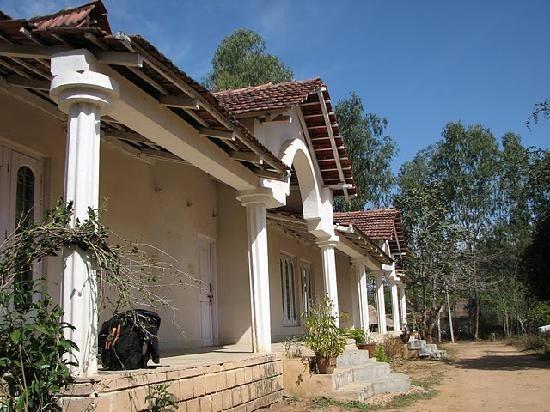 Hotel-Resort-in-dyna-kanha3