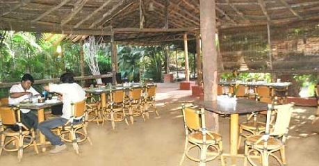 Dining in Exotica Beach Resort Diveagar