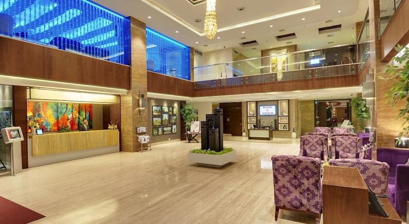 Reception in Hotel Express Inn