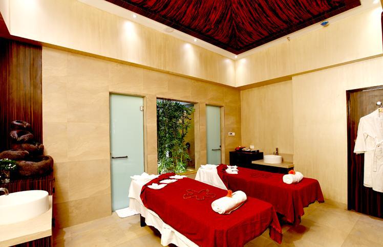 Spa Massage in Hotel Express Inn