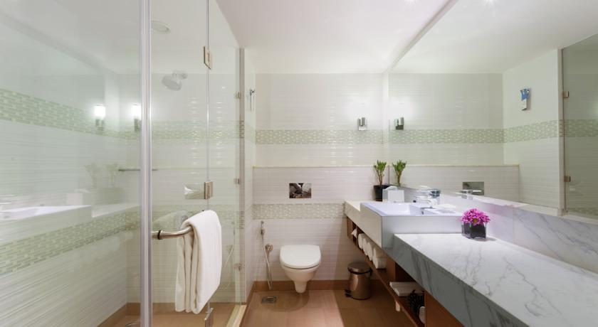 Bathroom in Hotel Fairfield By Marriott Bangalore