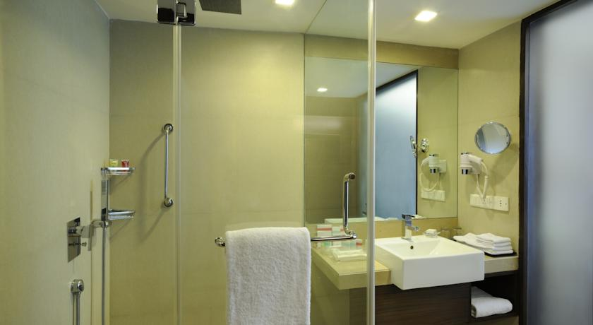 Bathroom in Four Points By Sheraton