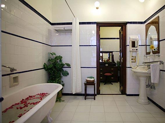 Bathroom-in-Gajner-Palace