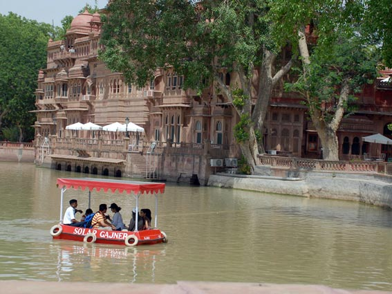 Boat-Ride-in-Gajner-Palace