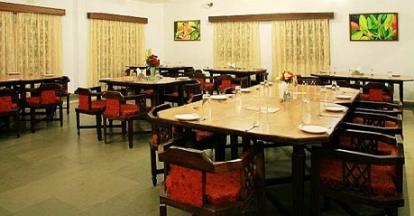 Dining in Glen View Hotel, Pachmarhi