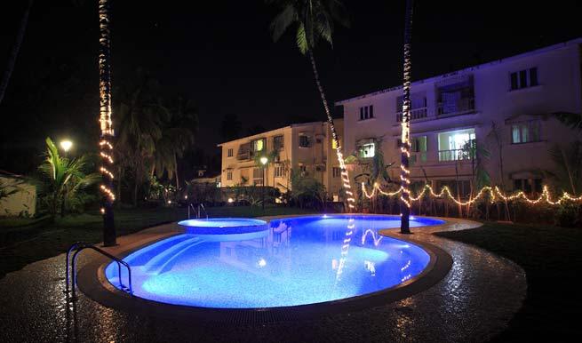 swimming-pool in Hotel Godwin Goa