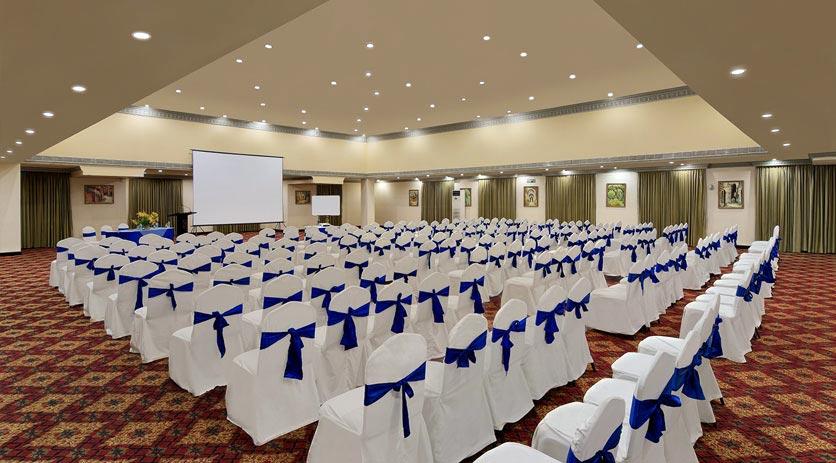 Meeting-in-Golden-Palms-Resort-&-Spa