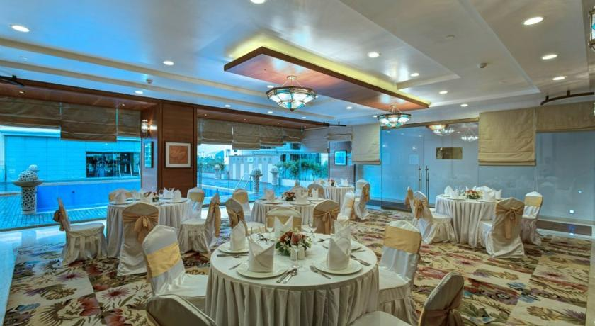 Dining2 in Hotel Royal Tulip Navi Mumbai
