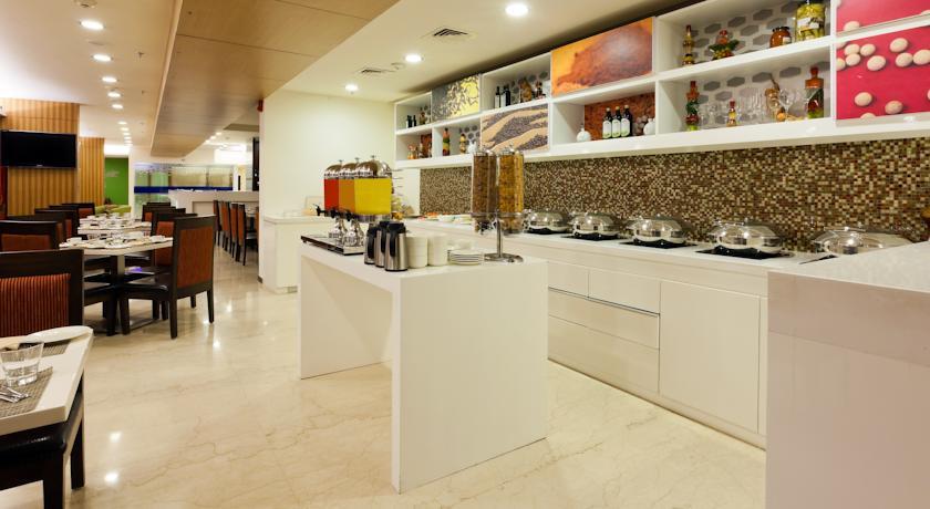 Dining & Foods in Hampton By Hilton Vadodara Alkapuri