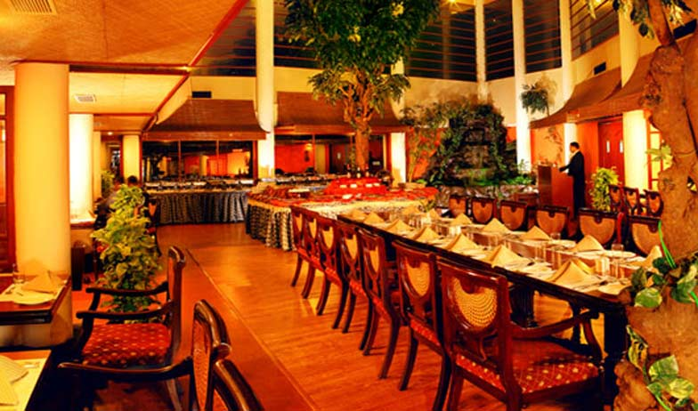 Dining in Hotel Harbour View Residency