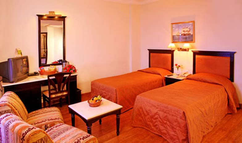 Standard Rooms in Hotel Harbour View Residency