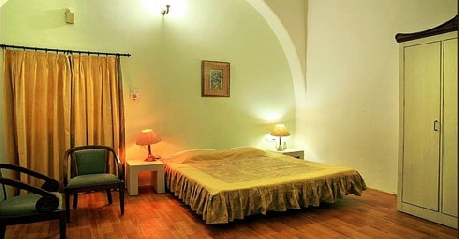Ac Room in Hilltop Bungalow Pachmarhi