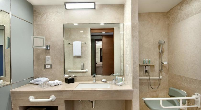 Bathroom in Hotel Piccadily Janakpuri